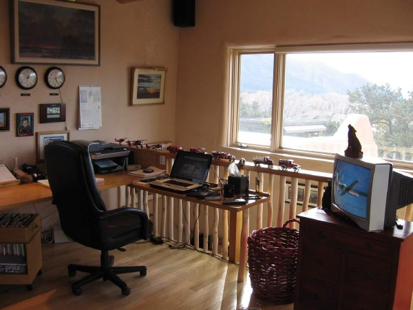 Taos-Vacation-Rental-Office-with-Amazing-Views-16
